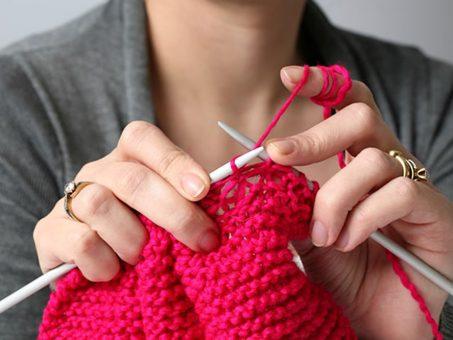 lavorare a maglia: divertimento e terapia